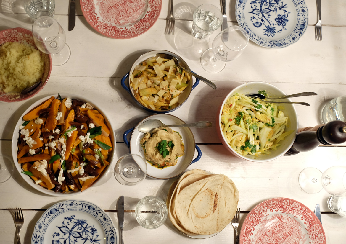 Salat mit Safranhähnchen und Kräutern
