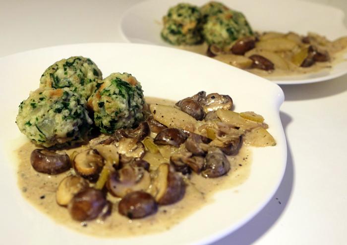 Spinat-Knödel mit Gorgonzola-Sauce
