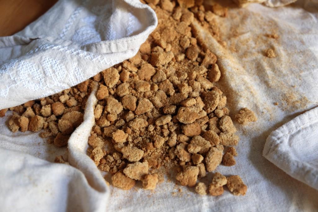 Kekse zu kleinen Krumen zerbröseln