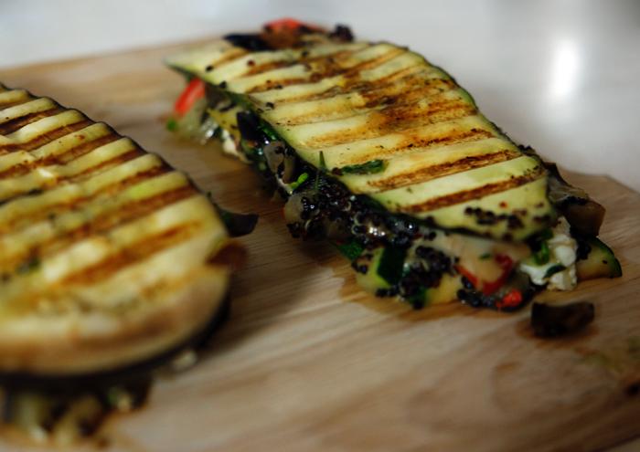 Zucchinisandwich im Kontaktgrill rösten