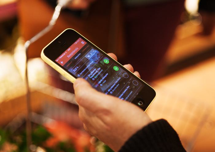 Im Supermarkt mit der App einkaufen und Zuhause dann leckeres Essen genießen