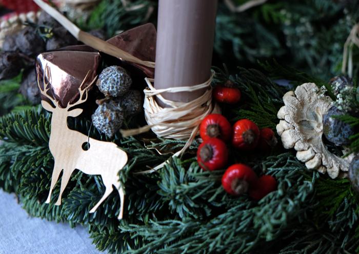 Hirsche und Naturmaterialien bringen ein rustikales Flair