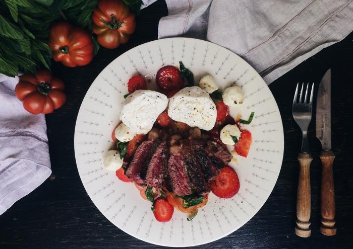 Schnelles Sonntagsgericht: Rumpsteak mit Burrata & Sommersalat