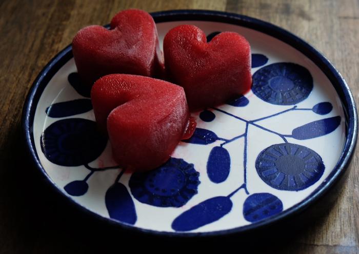 Sonntagsgericht: Eiskalte Fruchtwürfel für Drinks und heiße Tage