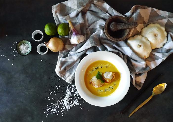 Kürbissuppe mit knusprigen Garnelen