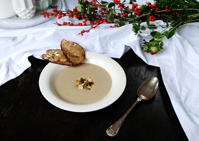 Sonntagsgericht: Pilzcremesuppe mit Kapern und Mandeln