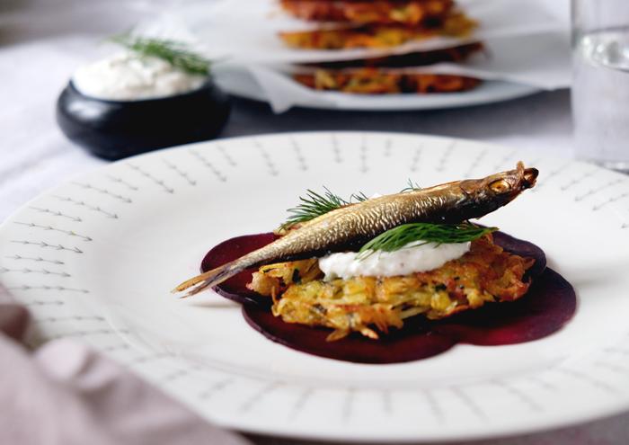 Sonntagsgericht: Latkes mit geräuchertem Fisch und Meerrettich-Dip