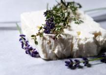 Sonntagsgericht: Lavendelfeta mit grünem Gemüse und Pesto