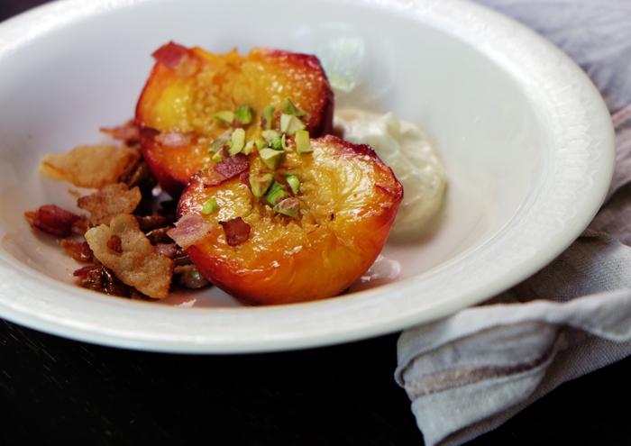 Sonntagsdessert mit Pfirsichen