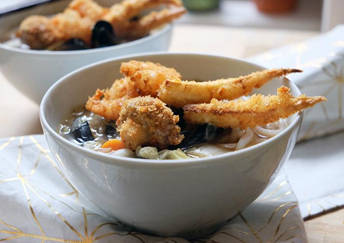 Sonntagsgericht: Udon-Nudel-Suppe mit Miesmuscheln und gemischten Tempura
