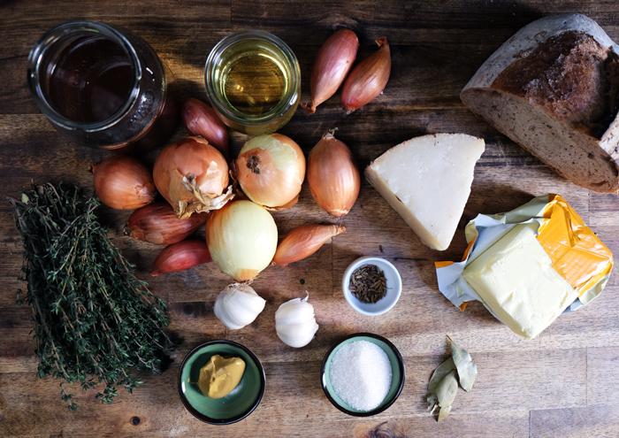 Die Zutaten für die Zwiebelsuppe