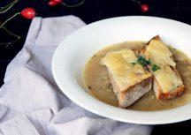 Sonntagsgericht: Einfache Zwiebelsuppe mit Pecorino-Toast
