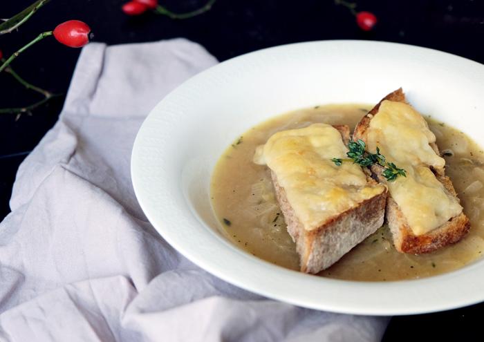zwiebelsuppe mit Pecorino Toast