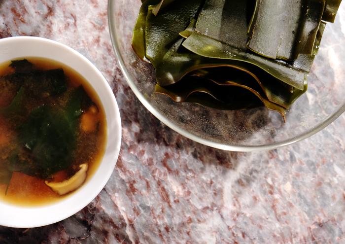 Miso-Suppe aus Dashi von Kombu Algen