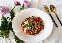 Sonntagsgericht: Rote Bete Pasta mit Birne und Parmesan