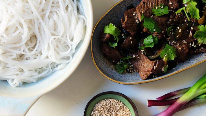 Sonntagsgericht: Reisnudeln mit Gurken und Rind