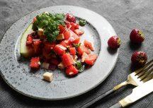 Sonntagsgericht: herzhafter Erdbeer-Wassermelonen-Salat mit Fetakäse