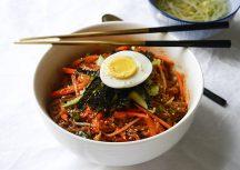 Sonntagsgericht: Bibim Guksu – koreanische kalte Nudeln in Chilisauce