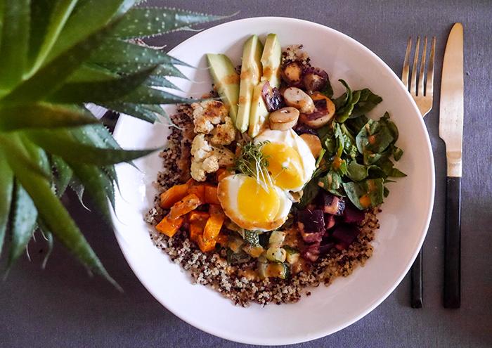 Sonntagsgericht: Quinoa Bowl mit Ofengemüse