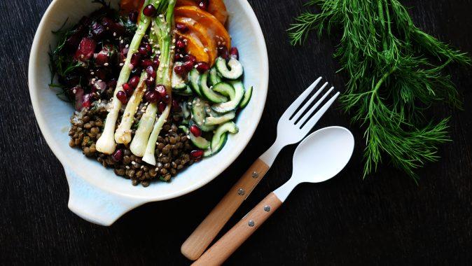 Sonntagsgericht: Vegane Bowl mit Linsen, Kürbis und Roter Bete