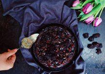 Sonntagsgericht: Veganer Schokoladenkuchen mit Beeren
