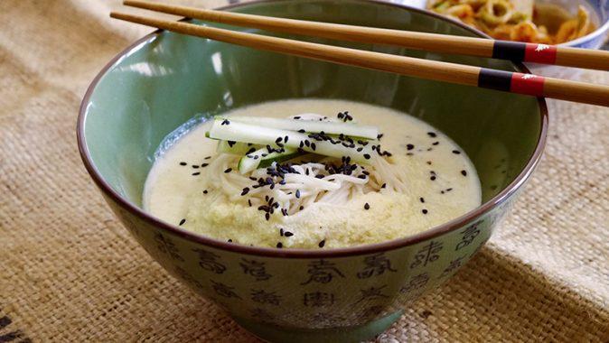 Sonntagsgericht: Kong-Guk-Su, kalte Sojabohnen-Nudelsuppe