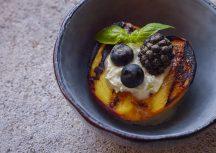Sonntagsgericht – gegrillter Pfirsich mit Matcha-Mascarpone-Creme