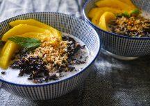 Schwarzer sticky Rice mit Mango