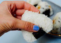 Onigiri – der japanische Snack mit Lachs und Kürbis