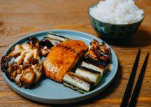 Teriyaki-Lachs mit Pilzen und Lauch – ein japanischer Klassiker