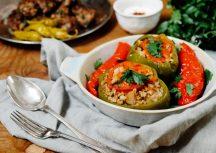 gefüllte Paprika – unsere vegetarische Version mit Reis und Korinthen